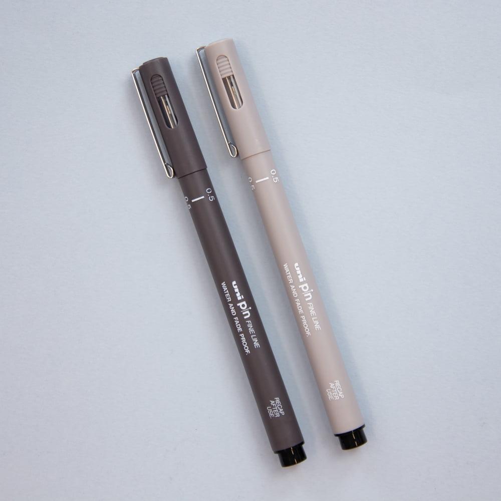Caneta Fine Line Cinza Uni Pin - 0.5 mm